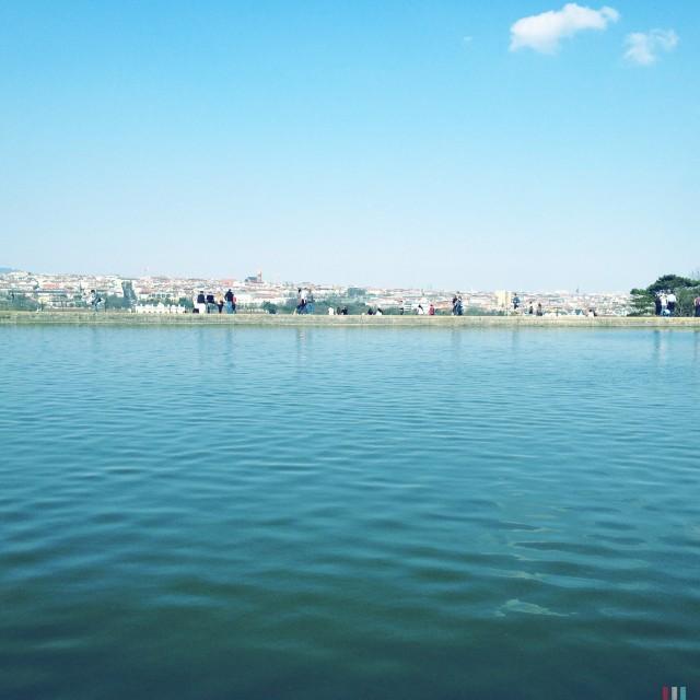 Teich und Himmel